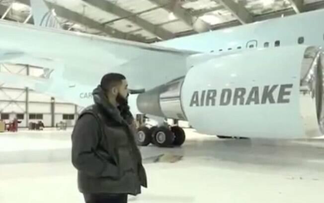 Drake mostra seu boing personalizado em vídeo