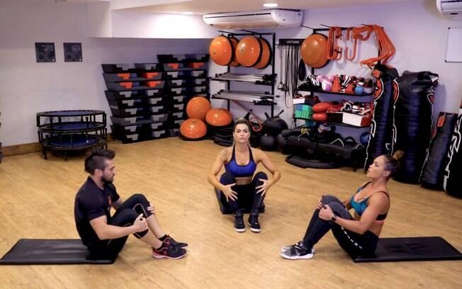 A atividade de abdominal remador trabalha toda a musculatura, ou seja, é um exercício bem completo