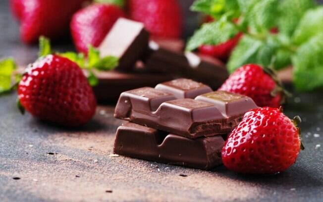 As melhores receitas de morango com chocolate para testar