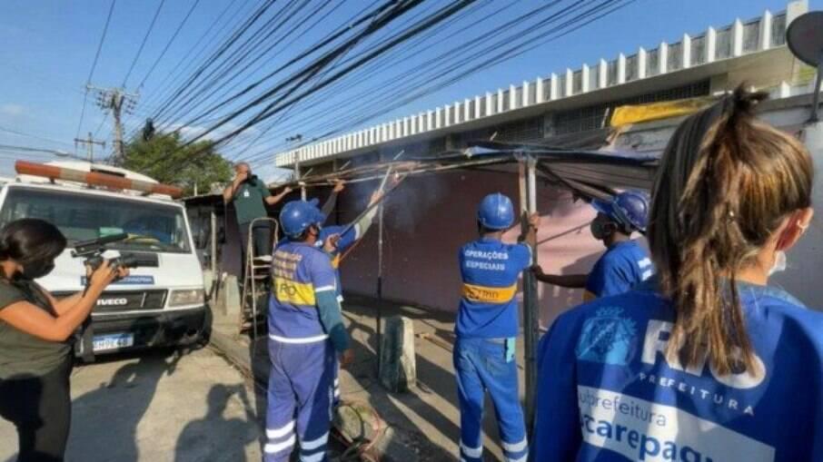 Prefeitura do Rio realiza demolição de comércio irregular na Taquara