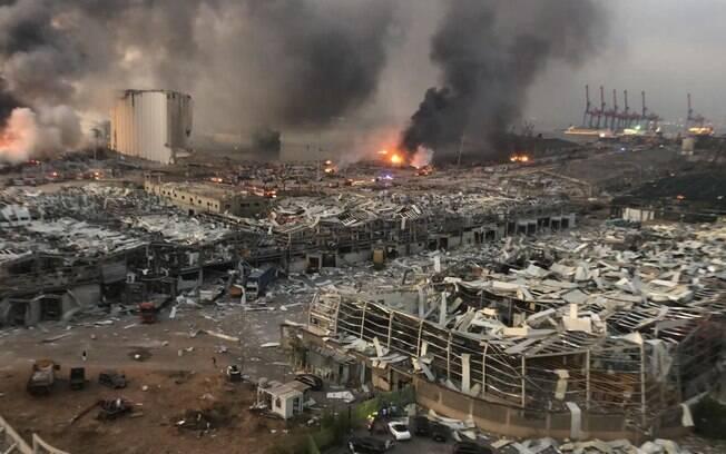 A mega explosão aconteceu no principal porto de Beirute.