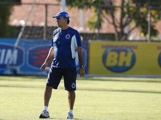 Marcelo Oliveira comanda treinamento na Toca da Raposa II visando duelo com o Criciúma