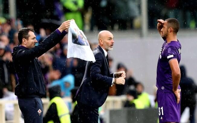 Vitor Hugo homenageia Davide Astori na vitória da Fiorentina 94d62c0cb5ce5