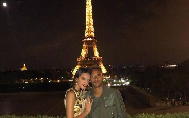Bruna Marquezine e Neymar curtem romance na França. Depois do encontro, Bruna deu show de futebol na casa de Neymar