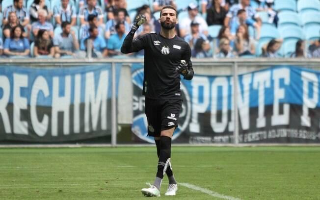Vanderlei brilhou e garantiu triunfo do Santos sobre o Grêmio