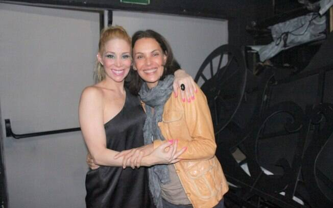 Carolina Ferraz prestigia a maiga Danielle Winits