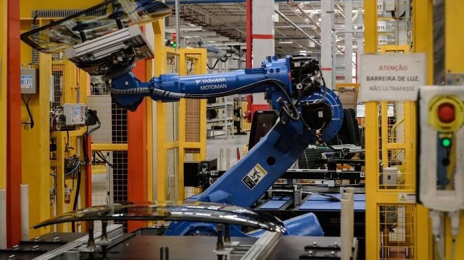 CNI projeta novos rumos na indústria para retomada de exportações