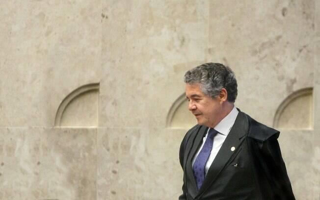 Ministro do STF Marco Aurélio Mello considerou que cancelar título de eleitor é jogar brasileiro na