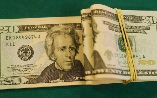 Dólar despenca e fecha no menor valor em dois meses