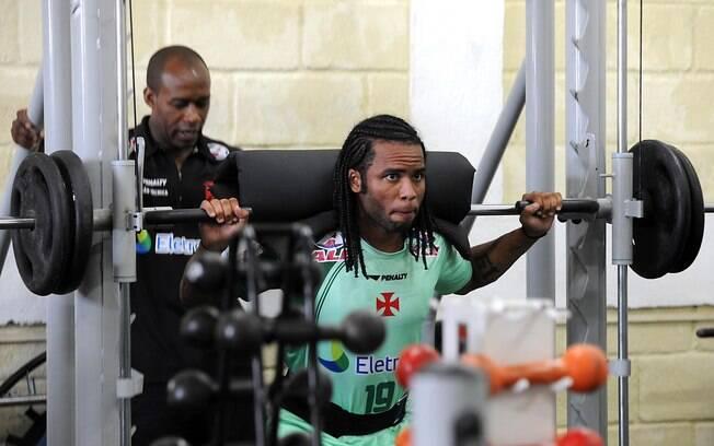 Carlos Alberto faz treino físico nesta sexta