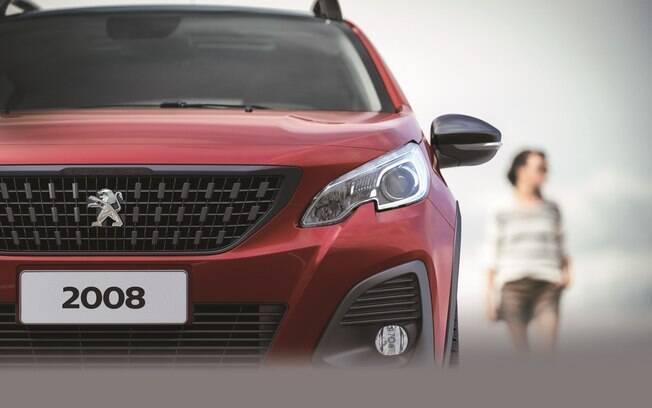 Peugeot 2008 terá novos detalhes na frente, como grade, capô e para-choques com novo desenho