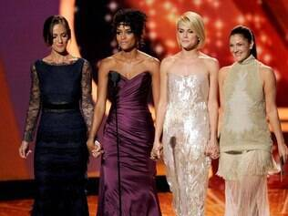 Minka Kelly, Rachael Taylor, Annie Ilonzeh e Drew Barrymore nos prêmios Emmy