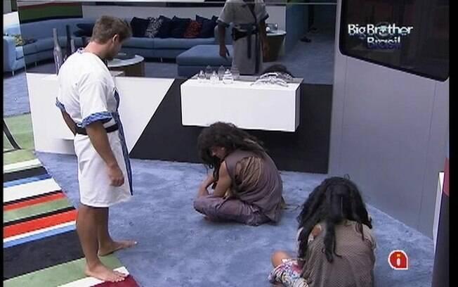 Fael acorda no chão da sala e pede a Jonas um comprimido para curar ressaca