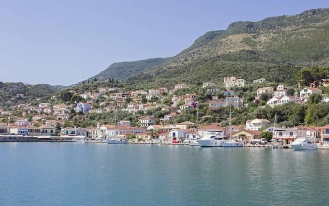 Ítaca, na Grécia, é um dos destinos que mesclam praia e montanha pelo mundo