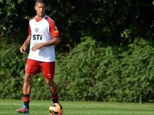Antonio Carlos deixou mais cedo o treino com as dores na panturrilha esquerda, virando dúvida para domingo