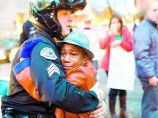 Abraço entre sargento e garoto foi registrado em Portland, no dia 25