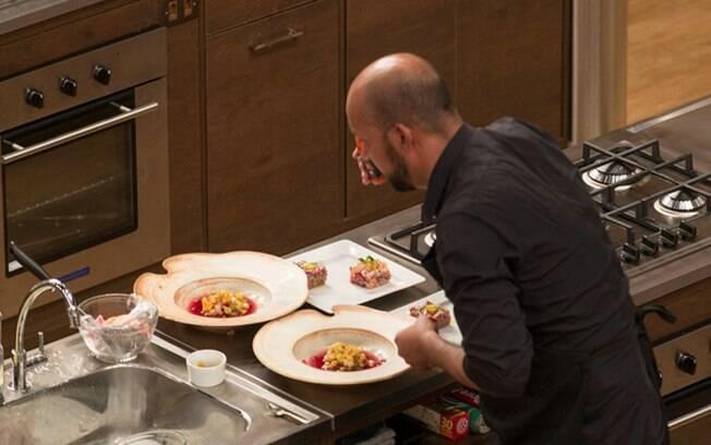 Participantes apresentam três versões de tartar em prova do 'Masterchef'
