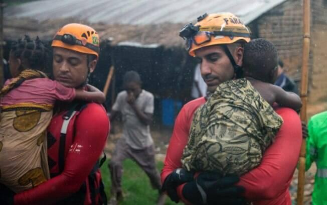 Bombeiros mineiros foram para Moçambique após a passagem do ciclone Idai; Força Nacional atua no país até junho