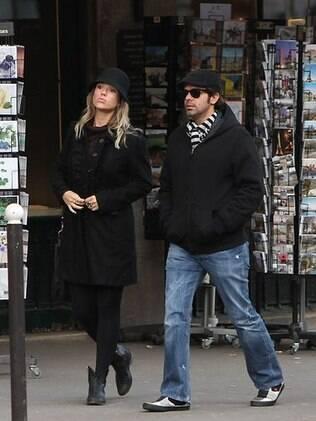 Juliana Didone e Bruno Mazzeo: aniversário de um ano de namoro em Paris