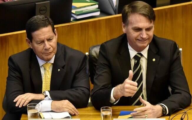Jair Bolsonaro e Hamilton Mourão, eleitos presidente e vice-presidente nas eleições de 2018, serão diplomados hoje