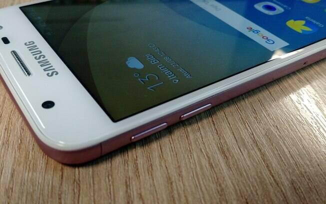 a9d63b32a Lateral esquerda do Galaxy J5 Prime também conta com os botões de volume.  Foto