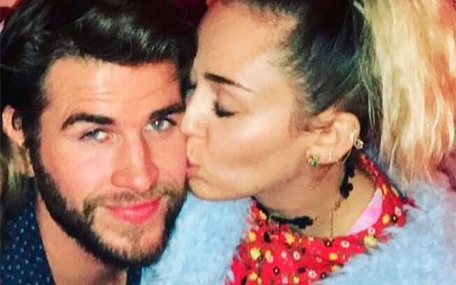 Miley Cyrus e Liam Hemsworth começaram a namorar em 2009, quando trabalharam juntos no filme
