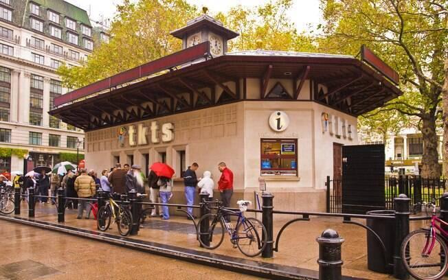 No TKTS, você pode comprar ingressos para os teatros pela metade do preço
