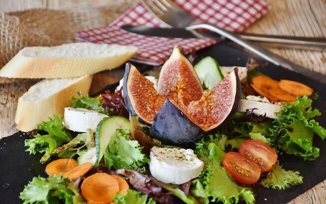 Nas janelas de alimentação do jejum intermitente é recomendado que o paciente consuma proteínas, gorduras boas e vegetais