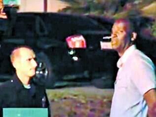 Crime. O próprio Michael Jace teria chamado a polícia após atirar na esposa April