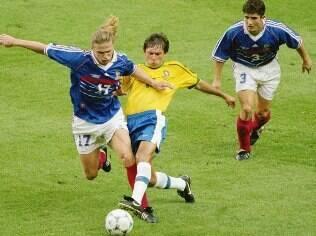 Leonardo, Petit e Lizarazu na final da Copa de 1998. A França venceu por 3 a 0 em Paris