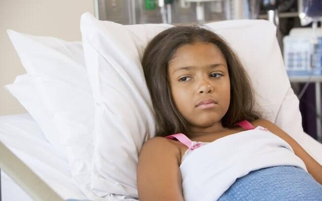 Tratamento da febre reumática pode ser feito com medicamentos ou, em casos graves, cirurgia