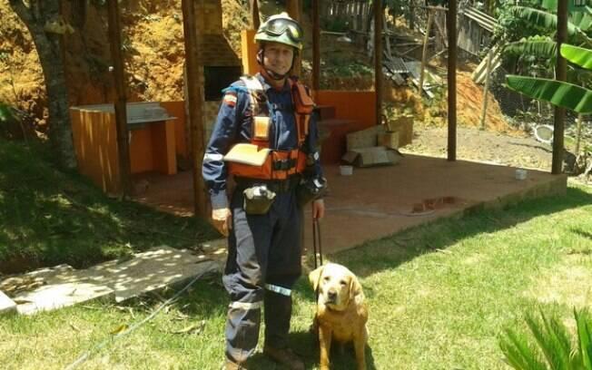 Ice com o sargento Amorim durante atuação em Mariana