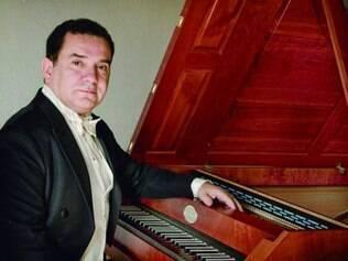 Palestras. O músico Edmundo Hora é um dos palestrantes e principais cravistas brasileiros ativos