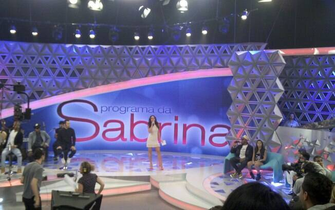 Sabrina Sato entra no palco para gravação