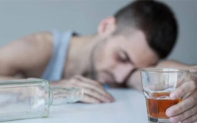 O consumo de bebidas caseiras e contrabandeadas na Turquia tem crescido nos últimos anos