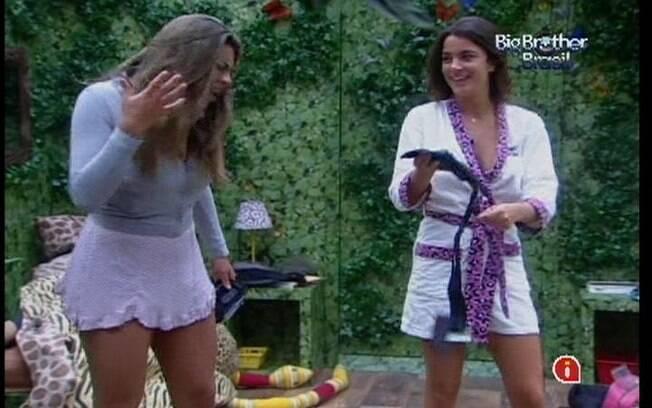 Monique desabafa com Laisa sobre o comportamento de Renata