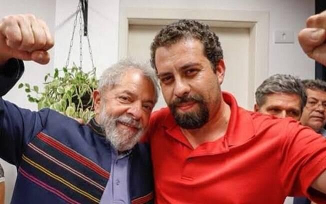 Boulos esteve presente no último discurso de Lula antes da prisão do ex-presidente