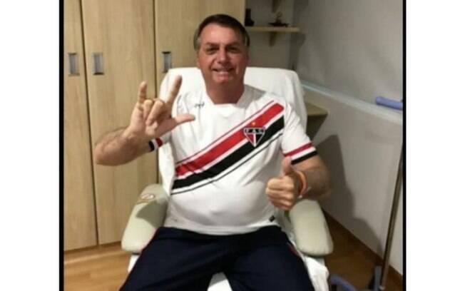 Bolsonaro no hospital na manhã deste sábado (26)