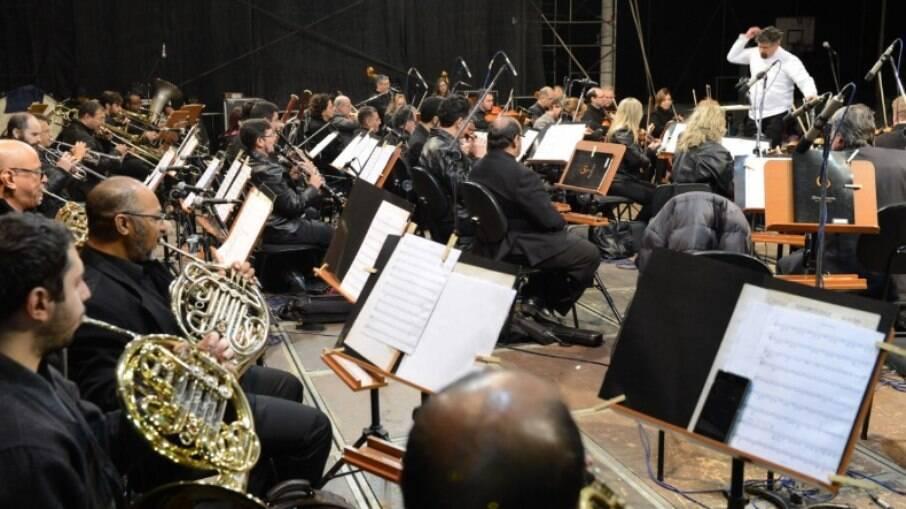 Live une Quinteto da Sinfônica, Derico, Diego Figueiredo e Anelo.