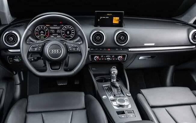 O interior é cercado de acabamento de boa qualidade, com materiais sensíveis ao toque e linhas esportivas