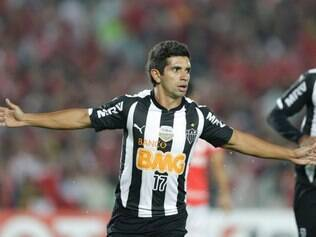 Guilherme of Brazil's Atletico Mineiro celebrates scoring his team's first goal against Colombia's Independiente Santa Fe at a Copa Libertadores soccer match in Bogota, Colombia, Thursday, April 3, 2014. (AP Photo/Ricardo Mazalan)