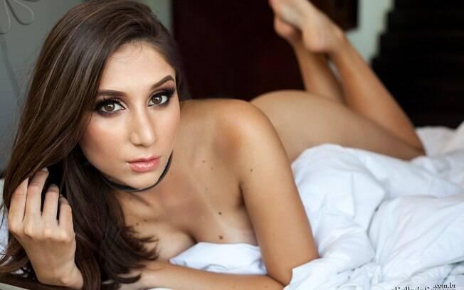 """""""Sempre acreditei que a nudez feminina deve ser encarada com naturalidade"""" diz Gabriela Calvano"""