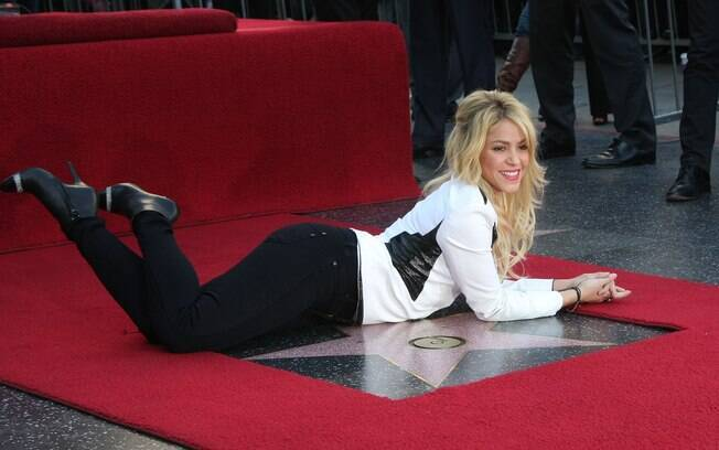 Shakira ganha estrela na calçada da fama