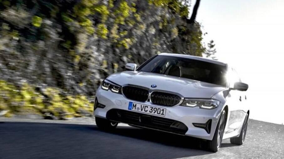 BMW 320i GP 2022 ficou mais completo e tecnológico.