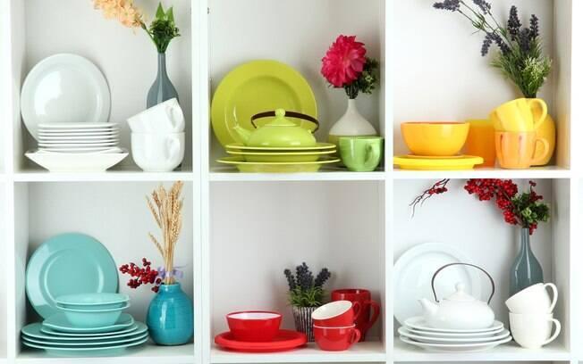 Segundo especialista, a cor na cozinha deve ficar por conta dos acessórios