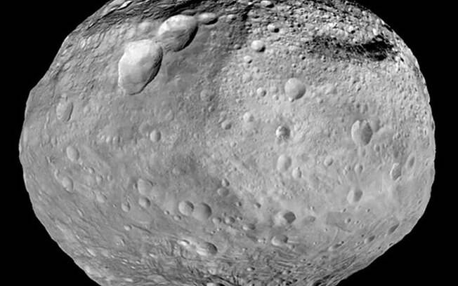 O asteroide 4 Vesta é o segundo maior asteroide do nosso Sistema Solar,com 530 km de diâmetro