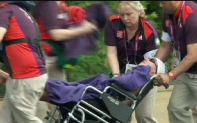 Poliana Okimoto passou mal na maratona nas  Olimpíadas de Londres e deixou a prova de cadeira  de rodas