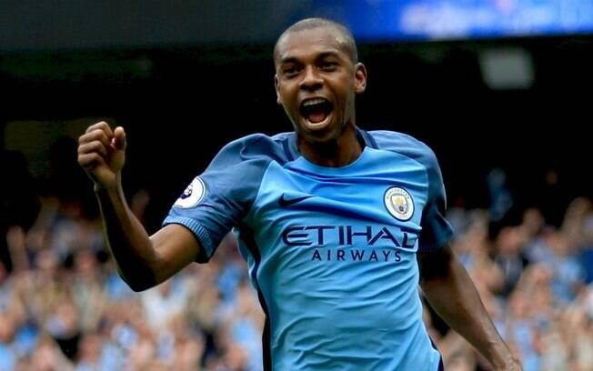 Apesar de críticas, Fernandinho foi um dos melhores jogadores do Manchester City na temporada, merecendo a vaga para a Seleção.