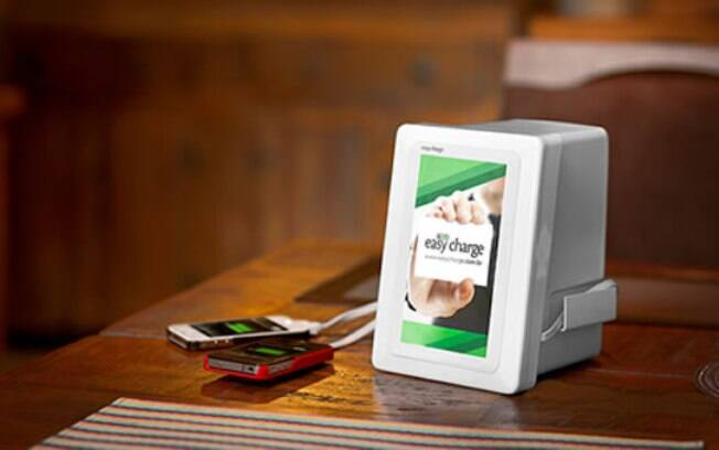 Box da Easy Charge carrega até três celulares simultaneamente