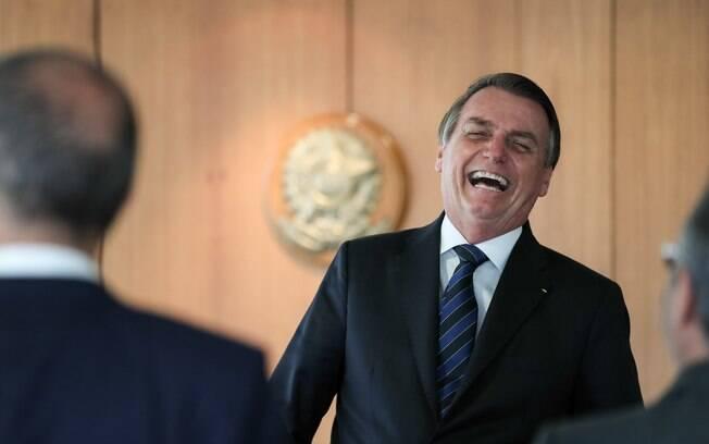 Bolsonaro compartilhou fake news sobre fechamento de fábricas na Argentina e apagou tweet